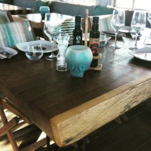 Vela hueca calavera mesa